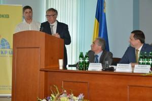 Председатель Представительства «Шелл в Украине» Грэхем Тайли поздравил всех с 15-летием создания компании