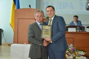 Вручение благодарности коллективу Украинского Государственного геологоразведочного института