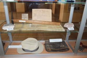 Особисті речі С.Е. Черпака (капелюх, сумка, геологічний молоток), які зберігаються в музеї ДП «Укрнаукагеоцентр»